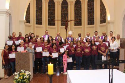 Com missa, 27 leigos celebram a conclusão do Curso de Teologia