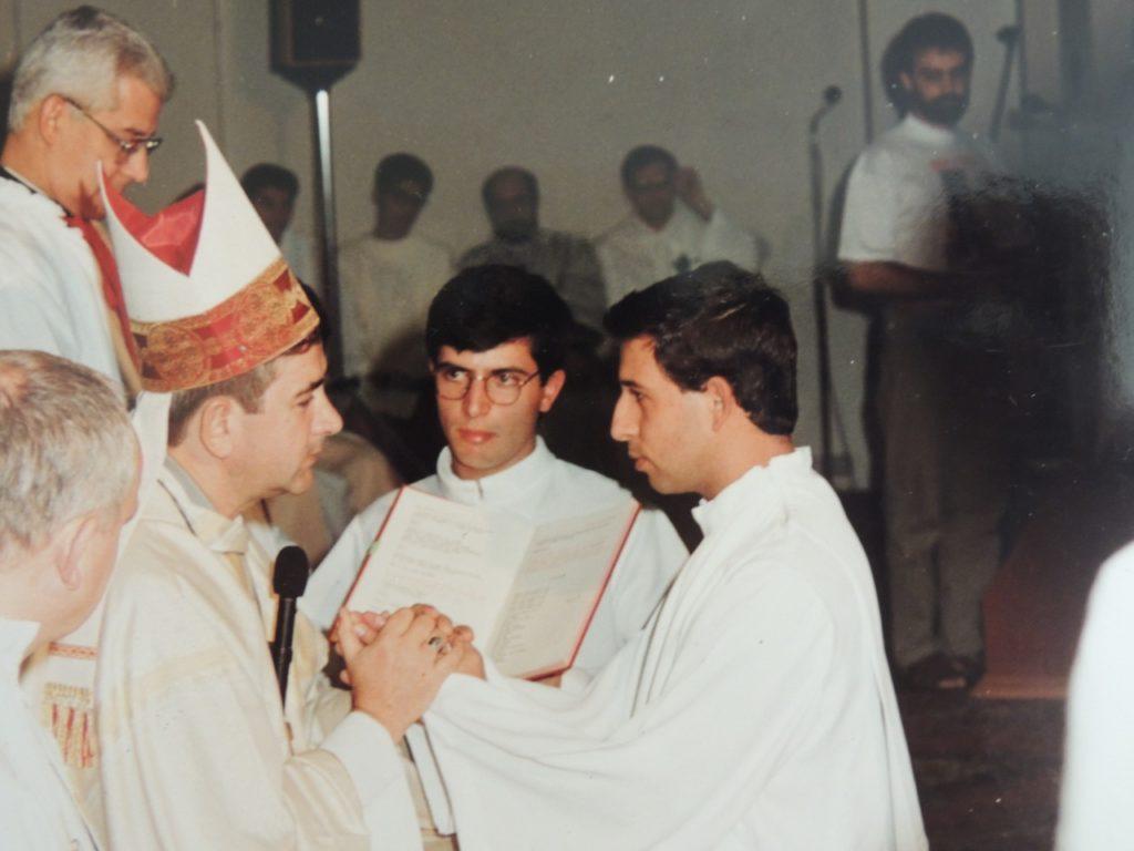 Momento da ordenação do Pe. Manoel, em 07 de janeiro de 1995, pelas mãos de Dom José Lambert