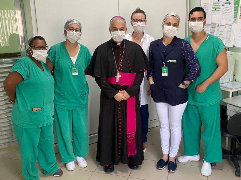 Dom Manoel visita hospital na cidade de Registro