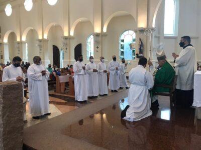 Candidatos ao Diaconato são admitidos às ordens sacras