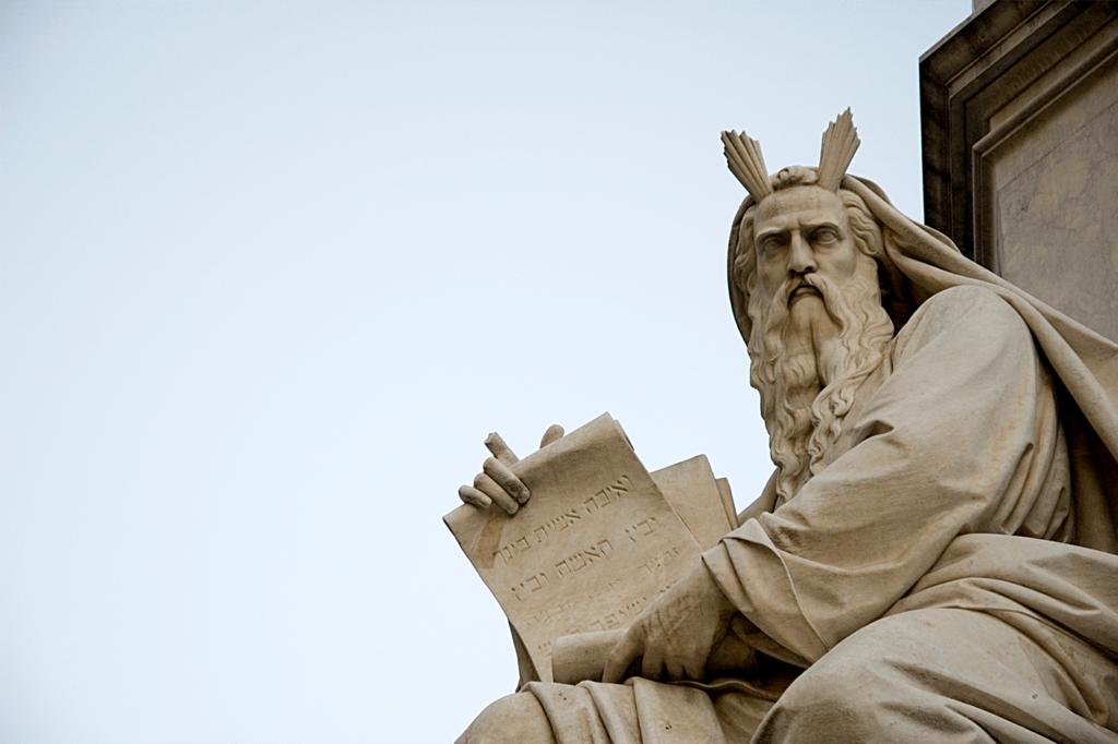 Não usar o nome de Deus em vão: idolatria e egolatria.